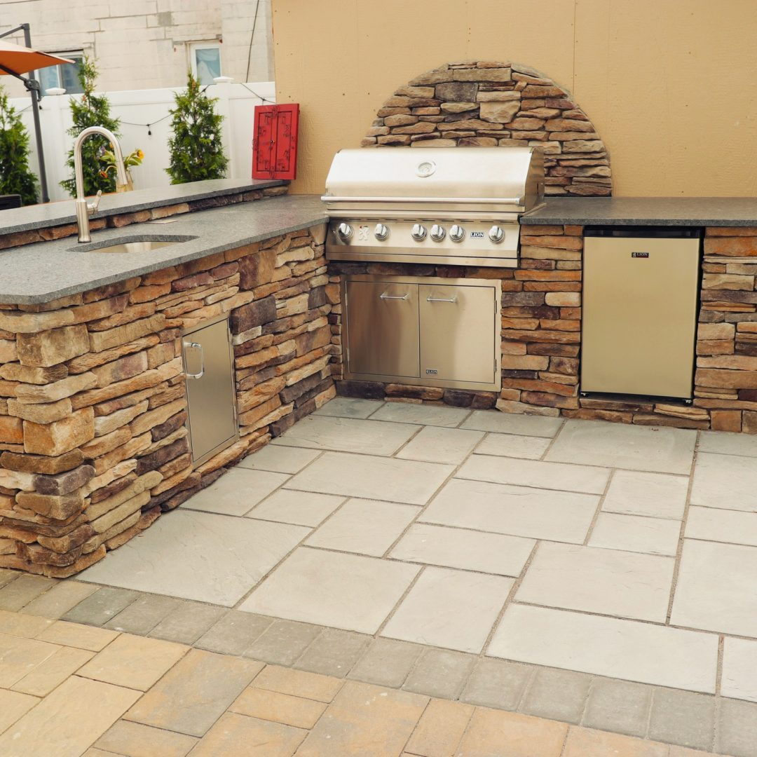 Southern Ledgestone with Granite Countertop outdoor kitchen in long island
